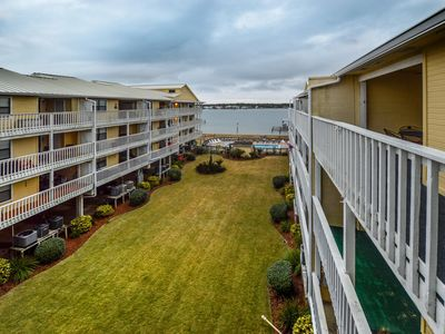 Boat Ramp~Lagoon Front~Great Amenities~Book NOW