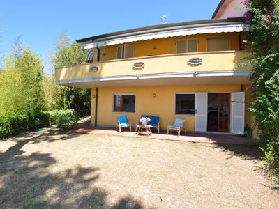 Photo for Wonderful  villa for 8 guests with WIFI, private pool, TV, veranda and parking, close to Viareggio
