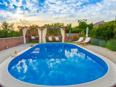 Photo for Top equipped villa - with a large pool - quiet location - ideal for families