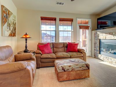 Photo for Mountain penthouse condo w/ shared hot tub & pool, near ski access!