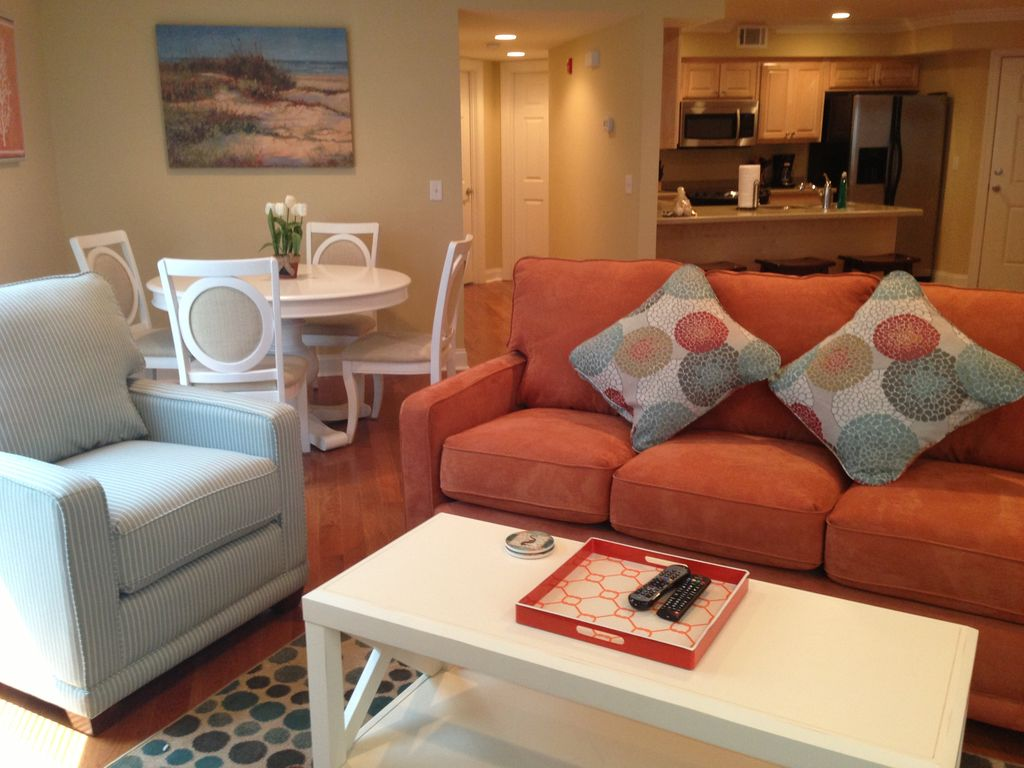 Beautiful Condo With Brand New Furniture, Just Steps To The Beach And Pier!