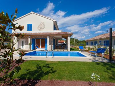 Photo for 4 * villa with private pool - modern and well equipped