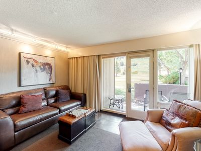 Photo for Elegant and well-designed room w/shared outdoor pool, hot tub, gym, and more