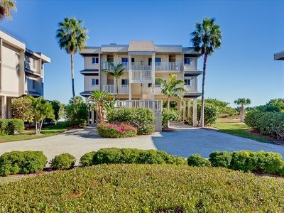 Photo for Sanibel Beachfront Condo Stunning Views Full Resort Amenities