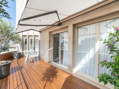 Photo for BEAUTIFUL APARTMENT IN THE EXCLUSIVE PASEO DE GRÀCIA WITH PRIVATE TERRACE