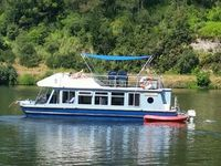 Gorgeous and very comfortable houseboat in lovely peaceful, quiet and beautiful location.