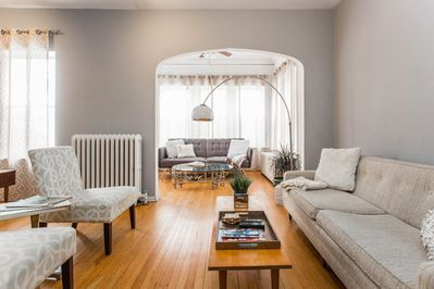 Spacious 2 Bed With Rare And Gorgeous Mid Century Decor Lincoln Square Lincoln Square