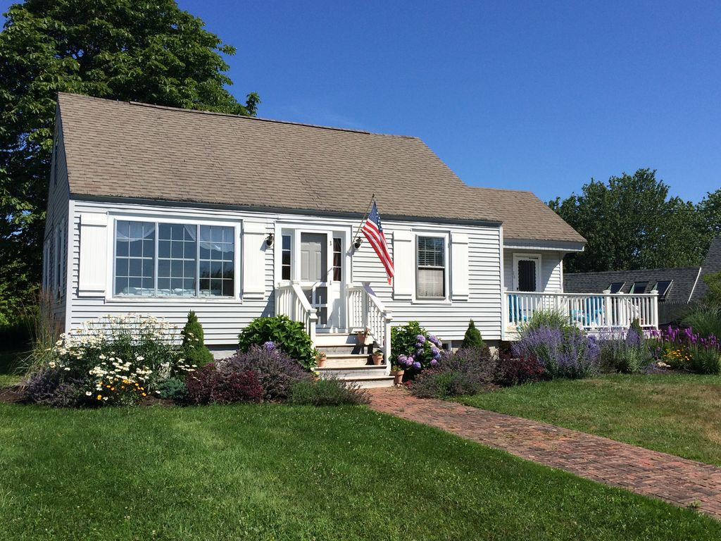 Seaside Beach House Newly Renovated Short Walking Distance From