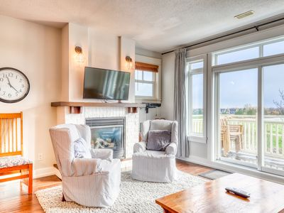 Photo for Newly renovated Blue Village Condo w/shared hot tub & pool!