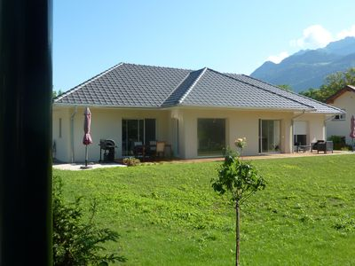 Photo for Superb bright and contemporary villa, ground floor, near lake, max 8 pers.