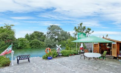 Photo for Relaxing holiday on the canal with fishing and boating opportunities (East)