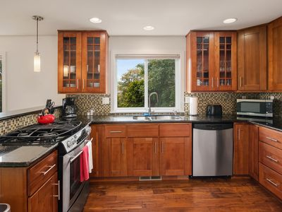 Seattle Vacation Home: The Depot - Luxury 3 bed/2.5 bath, great location