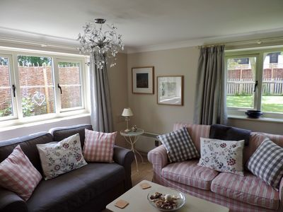 Photo for Cosy romantic cottage, quiet and secure garden, countryside, easy access to town