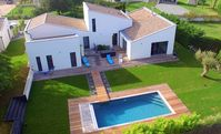 modern big and very nice house, very well equipped, surrounded by wine fields