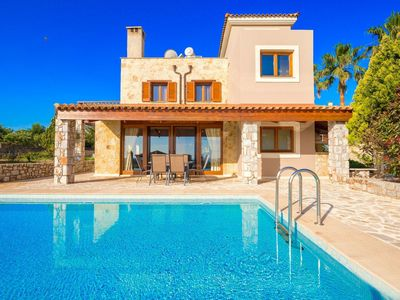 Photo for Beautiful private villa for 4 guests with private pool, WIFI, A/C, TV, balcony and parking