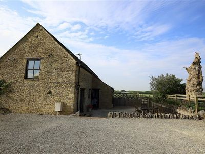 Photo for THE OLD OAK TREE BARN, family friendly in Burford, Ref 988820