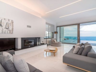 Photo for Modern and beautiful 5-room villa