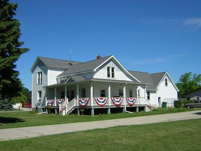 130 year old renovated Farm house in Hampton Township. Minutes from Bay City
