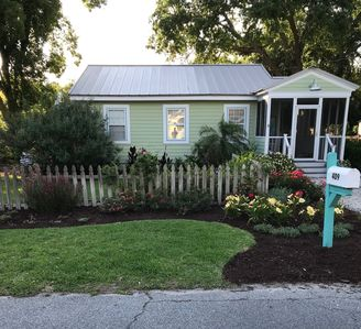 Photo for Pineapple Cottage - Dog Friendly!