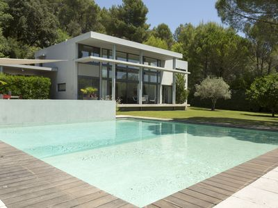 Photo for Modern luxury villa in Luberon Provence, private pool and garden, striking views