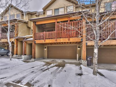 Photo for 5 Bedroom/3.5 Bath Townhome with Clubhouse Amenities and Close to Ski!