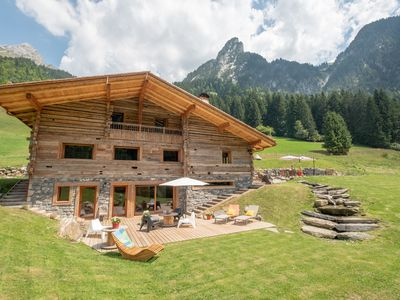 Photo for Charming rental with pool and sauna