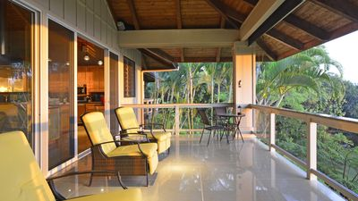Upper Lanai: Perfect place to relax and take in the beauty of Kona Coast.