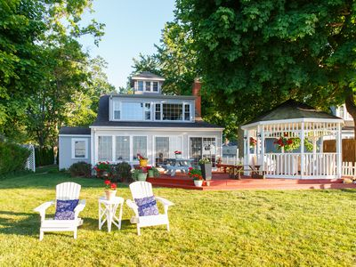 Lakefront Beach Villa on Lake Erie. Walk to the golf course! Close to Wineries
