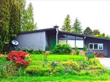 Architectural Modern.  Large Open Airy Mid Century 3 bedroom home for fun!!
