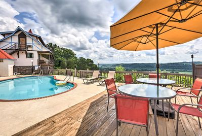 Enjoy access to Alpine Resort amenities, including a swimming pool and hot tub.