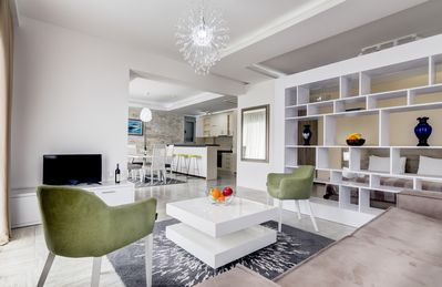 Stylish studio with king size bed, living room area & kitchen with dining area