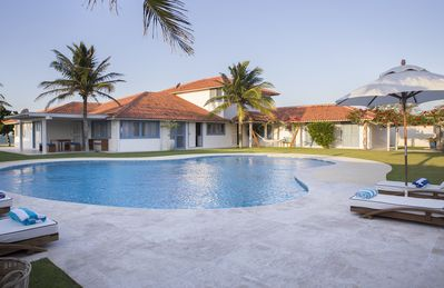 Photo for Beautiful house with nine suites at the foot of the sand of Manguinhos Beach