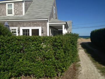 Sconset Cottage, Newly Renovated Across The Street From Beach!