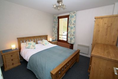Main double bedroom with Kingsize bed