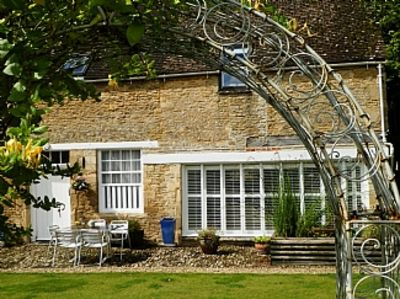Photo for Luxurious Barn On The Edge Of A Picturesque Cotswold Town On The River Thames