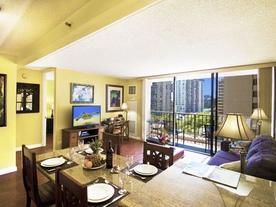 Beautiful  8th floor in Waikiki |AC, Wifi & Parking | Only 5 mins walk to the beach!