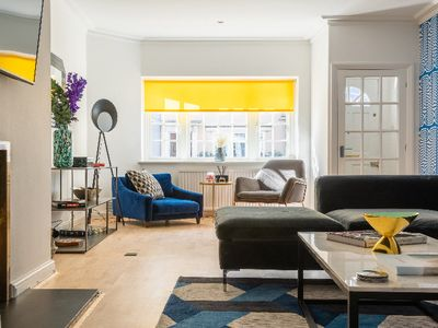 Photo for The South Kensington Place - Modern & Bright 4BDR Townhouse