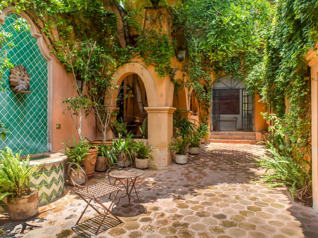 Colorful Spanish Colonial In Historic Centro Rave