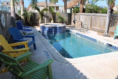 Private heated pool & hottub