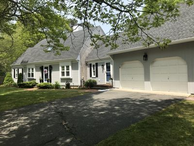 BOOK NOW! FUN in Osterville, MA ⚓️- Sleeps 10 - Beach Pass, Fire Pit and more!🏖