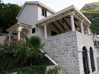 Large Luxury Villa overlooking the Bay with barbeque and garden