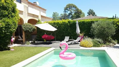 Photo for Beautiful modern and spacious villa with pool, downtown Aix en pied