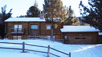Snow covered Big Bear Cool Cabins, Sky View front