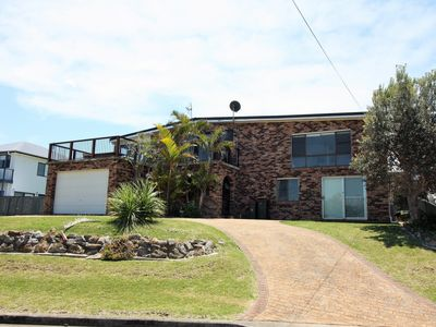 Photo for Manyana Views has a spectacular outlook of Green Island and can sleep 10 people.