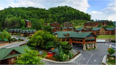 Smokey Mountain Resort with in door water park, TN