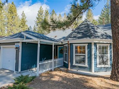 Photo for Quiz Cottage - 2BR/2BA/WiFi/Fireplace,Walk to Lake and Village