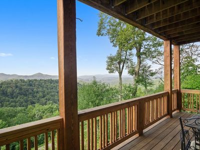 Wintergreens R1112- Gated Resort. Mountain View, Pools, Close to High Country Attractions- Last m...