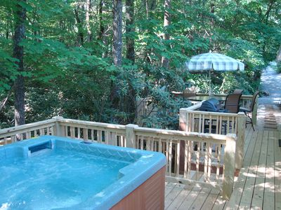 Secluded TWIN CREEK COTTAGE; Hot Tub/King & Queens, Gas FP, WiFi, Kid Friendly!