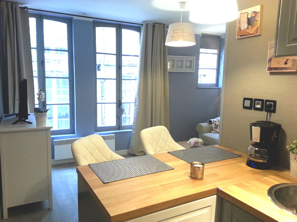 Charming renovated studio 10m from the harbor in a pedestrian street