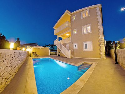Photo for Villa for up to 14 people - private pool and sea view, near the beach